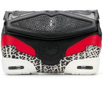 Clutch im Sneaker-Design