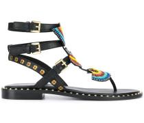 Flache Sandalen mit Perlen