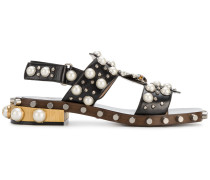 Sandalen mit Perlenbesatz
