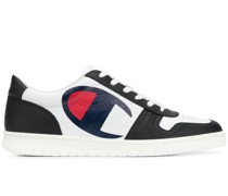 Sneakers mit Logo