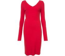 Enganliegendes Kleid mit V-Ausschnitt