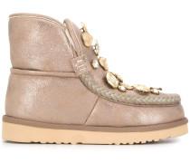 Verzierte Stiefel