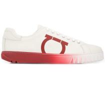 Sneakers mit Gancini-Motiv