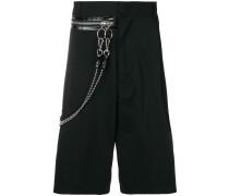 Shorts mit Zierkette
