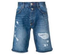 Distressed-Jeansshorts mit Farbklecks-Print
