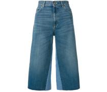 Cropped-Jeans mit Schmetterlings-Patch
