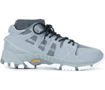 Sneakers mit Kontrastdetail