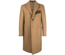 Mantel mit Knöpfen