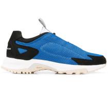 Sneakers mit Lasche