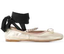 Ballerinas mit Schnürung