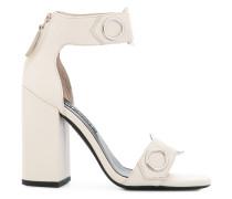 Sandalen mit Ösendetails