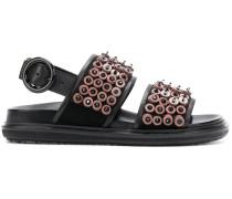 Sandalen mit Knopfverzierung