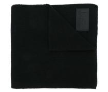 Feingestrickter Wollschal mit Logo-Patch