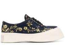 Flatform-Sneakers mit Blumenstickerei
