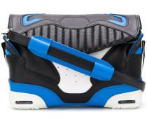 Umhängetasche im Sneaker-Design