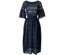 Ausgestelltes Kleid in Lochstrick