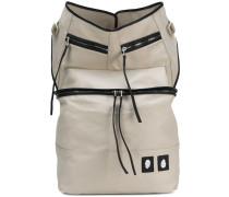 Rucksack mit Reißverschlusstaschen