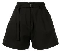 Weite Shorts mit Gürtel