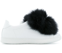 Sneakers mit Kaninchenpelz-Pompons