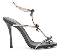 Glitzernde Sandalen mit Schleifen