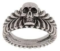 Gravierter Ring mit Totenkopf