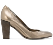 Pumps im Metallic-Look