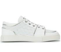 Sneakers mit Lochmuster