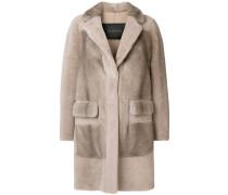 Mittellanger Mantel mit Knöpfen