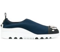 Sneakers mit Kristallverzierungen