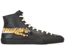 Sneakers mit Tigerstickerei