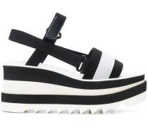 Sandalen mit Streifen
