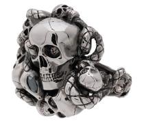 Ring mit Totenköpfen