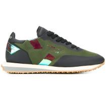 Sneakers mit Metallic-Streifen