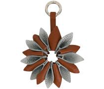 Schlüsselanhänger mit Blütenmotiv