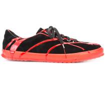 Sneakers mit Splatter-Effekt