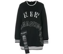 Sweatshirt mit Etiketten