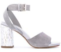 Sandalen mit Knöchelriemen