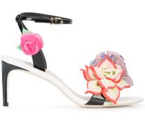 Sandalen mit floralen Applikationen