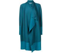 Drapierter Mantel mit Streifen