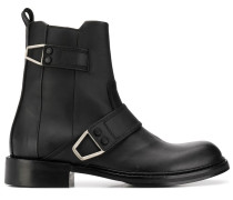 boots with wraparound fastening