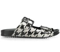 Sandalen mit doppeltem Riemen