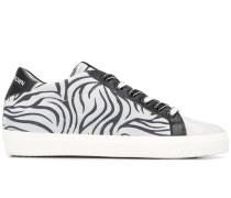 Sneakers mit Zebra-Print