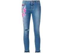 Cropped-Jeans mit Blumenapplikation
