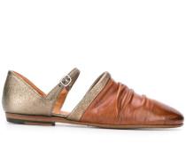 Schuhe mit Cut-Outs