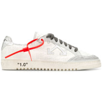Sneakers mit Pfeil