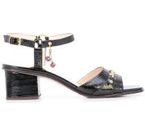 Sandalen mit Anhänger