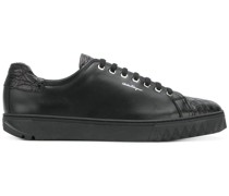 Sneakers mit Spikes