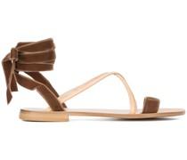 Sandalen mit Knöchelband aus Samt