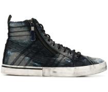 Distressed-Sneakers aus Denim