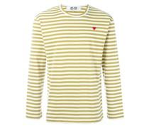 Gestreiftes und weites Sweatshirt